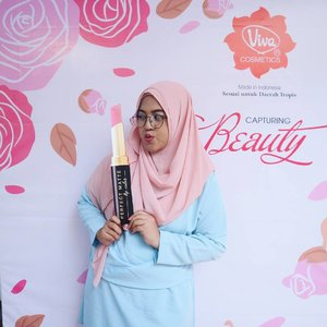 Three things which must not be lost are hope, sincerity, and LIPSTICK ! 😂...#clozetteid#vivacosmetics#deprutttcom#depruttt#bloggersurabaya#beautybloggersurabaya#beautybloggerid#blogger#bloggerid#vitapharmevent #vitapharmfactoryvisit #sbybeautyblogger #sbbevents#sbbXvitapharmevent