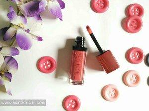 Finally, nyobain juga lipstik yang akhir-akhir ini lagi hype. Yang saya coba ini Bourjois Rouge Edition Aqua Laque, review detailnya bisa dilihat disini ya : http://www.handdriati.com/2015/12/review-bourjois-rouge-edition-aqua-laque-01-appechissant.html  #clozzeteid #bourjois #rougeedition #aqualaque #appechisant #lipstick #beautyblogger #beauty