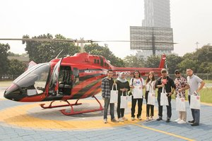 Our mandatory pic in front of the helicopter sums up all incredible feelings 😍 . I and the other 6 winners of CNN Surprize Periode 1 ❤ _  I know some of you might be wondering why i traveled Jakarta by helicopter ride a few days ago ( Ngapain ker, kok bisa?!) Therefore i finally made a post regarding to my delighting helicopter journey that definitely answers your confusion.  Thank you so much @cnnindonesia @helicityindonesiafor making this happens, hop onto my blog to read further! 😁💛✨ . . . . . . #travel #travelling #jakarta #cnnindonesia #lifestyle #cnnindonesiasurprize #cnn #clozetteid #clozetter #indonesia #beautifulindonesia #wonderfulindonesia #trafficfree