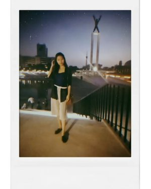 Does anyone know where is it? 😝 . . . . . . . . . . . #lifestyle #ootd #night #instadaily #clozetteid #woman #wiwt #clozetter #fashion #blurry #polaroid #fashion #ootdfashion #ootdfash #womans