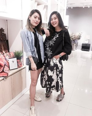 #sisters ~ Isn't it weird how people always say you look alike your sister but you barely see the resemblance? @cheriaprasetyo  #stylediary #clozetteid #ootd #stylestalker #ootdid #looksootd #ggrepstyle #sistersinstyle #ootdjakarta #whatweweartoday
