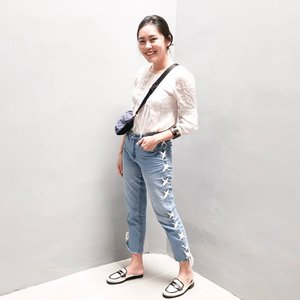 Been searching for a perfect-fitting pair of jeans with style that is gonna worth my while, now I got them from @michmarket_  #clozetteid #ootd #lookbookindonesia #girlswhodenim #denimgoals #myjeansarebetterthanyours