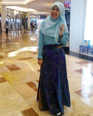 Senyumin ajalah 😊😊😊 #gayagie #clozetteid #clozette #hijabstyle #hijabblogger #hijaboftheday #hotdindo #officestyle #officelife #officelook #batiknusantara #mintgreen #indonesianheritage #ootdindo #ootd #lovelive #lifeisnevaflat #lifestyleblogger