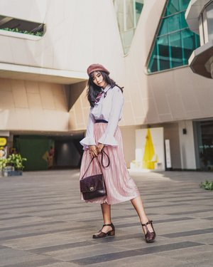 ^ you could never own too much pleats and you can grab this @someday.indo pleats skirt💓 #stylingwithfitri ^ ☆ Beret @scoop_ideas  Shirt @deepa.label  Scarf @zunata.akemi  Skirt @someday.indo  Bag @braunbuffel  Shoes @howofficial ☆ 📷: @aquinaldoadrian