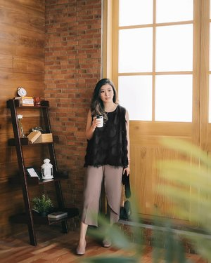 My kind of relaxing outfit for weekend, in @storyofrivhone top and @mbymischa culottes ☕👌 #mbymischaweekend #cgstreetstyle #ggrepstyle #looksootd #casualstreetwear #lookbooknu #lookbookindonesia #clozetteid