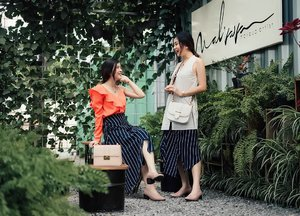 Sweet talks of me both in @label8store stripes skirt 😋 #twinsWulan #womenxlabel8 #clozetteid #ggrepstyle #cgstreetstyle #looksootd #lookbookindonesia #lookbooknu