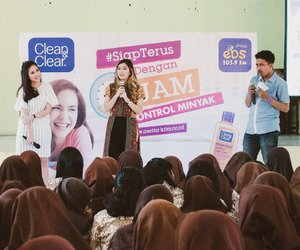 My first time doing a Beauty talkshow, thank you @ebsfmsurabaya, @cleanandclearid, @nanaastrina and SMAN 19 for the chance 🙇 I really enjoy this whole event 🙆#clozetteid #cleanandclearid #ebsfm #ebsfmsurabaya #beautytalkshow #SiapTerus