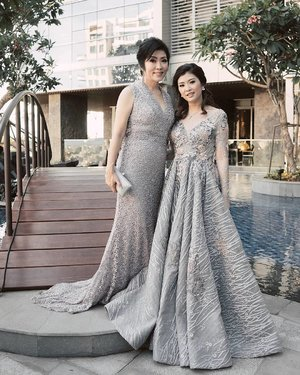 "Mom and me at the Exclusive Launch ""Beeyoutiful"" of @valmont.indonesia 👸👸 Our gown by @foremaofficial  My makeup by @mellisapricillia  Mom's makeup & our hairdo by @jayanatabeauty 🌹🌹 📸 @devolyp #valmontindonesia #jayanatabeauty #clozetteid #beeyoutiful"