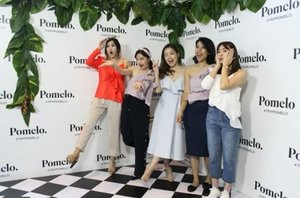 Celebrating @pomelofashion Spring Summer 2017 with @cherrydreamy @pamelawirjadinata @tishakazan @kartikalin All of us wearing @pomelofashion summer collection 😍 And cutest photobooth ever @lifein360id #PomeloSummer #TryPomelo #MyPomelo #clozetteid