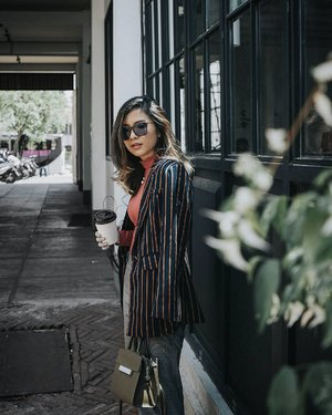 #TGIF with Josephina stripe blazer from @pomelofashion ☕☕ #myPomelo #tryPomelo #clozetteid #lykeambassador