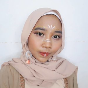 My first collaboration with @beautygoers. My festival makeup inspired by Coachella ala ala🎡🎠🎪....#clozetteid #ggrep #wonderlandbykartika #bvloggerid #insviraltif #femaledaily #beautiesquad #beautybloggerid #bloggerperempuan #indonesianfemalebloggers #bloggermafia #kbbvmember #kbbvbeautypost #beautynesiamember #makeup #makeupenthusiast #makeupjunkie #bloggerceria #beautybloggerindonesia #블로거 #얼짱 #뷰티블로거 #ブロガー#美容ブロガー #kawaii #かわいい