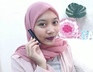 Trying new thing, dark purple lipstick!!💜💋💄 Buy this @lagirlindonesia lipstick when black friday in @beautyhaulindo and get best price, so why not? I buy 3 shades of LA Girl Matte Flat Velvet Lipstick :  1. Love Triangle 💜fav 2. Love Story 3. Arm Candy  and make a review for them in my blog, you just click link on my bio to read that and a swatch video on mu channel😊😊😊 . . . #clozetteid #wonderlandbykartika #bvloggerid #insviraltif #femaledaily #beautiesquad #beautybloggerid #bloggerperempuan #indonesianfemalebloggers #bloggermafia #kbbvmember #kbbvbeautypost #beautynesiamember #makeup #skincare #makeupenthusiast #makeupjunkie #flatlay #ulzzang #블로거 #얼짱 #뷰티블로거 #ブロガー#美容ブロガー #kawaii #かわいい