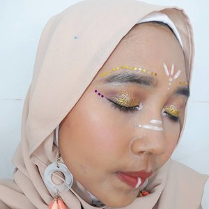 Detail My festival makeup inspired by Coachella ala ala🎡🎠🎪.@naturerepublic.id Aloevera Soothing Gel as Primer@wardahbeauty Foundation in Coffee Beige & DD Cream in Light shade@catrice.cosmetics Countur and Higlight Pallette@purbasarimakeupid Matte Powder in Natural and Matte Lipstick@eminacosmetics Blush On in Marshmellow Lady@etudehouseofficial Dark Grey Eyebrow Pencil@lagirlindonesia Nude Eyeshadow Pallette and Black Eyeliner@pixycosmetics Pen Eyeliner in White@justmiss_id Waterproof Mascara....#clozetteid #bvloggerid #insviraltif #femaledaily #beautiesquad #beautybloggerid #bloggerperempuan #indonesianfemalebloggers #bloggermafia #kbbvmember #kbbvbeautypost #beautynesiamember #makeup #makeupenthusiast #makeupjunkie #bloggerceria #beautybloggerindonesia #블로거 #얼짱 #뷰티블로거 #ブロガー#美容ブロガー #kawaii #かわいい