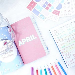 Prepare myself to face tidier 2018 of me🙋🙋🙋. Find myself a very cute🦄 and colourful💖💙💚💛💜🌈✨ agenda from @gogirlmagz for making myself & plan still on track and another book for my blogpost list, so I never forget to update again🤣🤣...#clozetteid #ggrep #wonderlandbykartika #bvloggerid #insviraltif #femaledaily #lifestyleblogger #lifestyle #travelblogger #travelling #adventure #vacation #fancystuff #flatlay #ulzzang #블로거 #얼짱  #라이프 #스타일 #블로거 #ライフスタイルブロガー #ブロガー #kawaii #かわいい #旅行 #旅行ブロガー#여행 #여행자 #여행스타그램