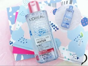 My first micellar water and works really well for clean my make up💋💄. Not just micellar water but skincare either. Full review🌸🌻 about L'oréal Micellar Water @getthelookid on my blog, link on my bio🙂 . . . . . . #clozetteid #wonderlandbykartika #bvloggerid #beautygoersID #femaledaily #beautiesquad #beautybloggerid #bloggerperempuan #indonesianfemalebloggers #bloggermafia #kbbvbeautypost #skincare #makeupenthusiast #makeupjunkie #flatlay #bloggerceria #beautybloggerindonesia #블로거 #얼짱 #뷰티블로거 #ブロガー#美容ブロガー #かわいい