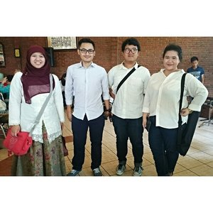 Fellow White-shirt Troopers on family halal bihalal  #fashion #whiteshirt #family #OOTD #ClozetteID