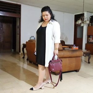 A girl shall always have two things, #littleblackdress and #whiteshirt. Combine the two, she shall take an #OOTD picture(s). Then come the cats. Of course the cats may do whatever the cats want to do. // #ClozetteID #Fashion #SonyRX100 #SonyForHer
