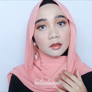 Long weekend tandanya...... Main makeup2an 😅 Kalau kalian long weekend-nya ngapain? . . Detail: @nyxcosmetics_indonesia Pore Filler Primer @getthelookid L'Oreal Infallible Pro Matte Foundation @lagirlindonesia Contour Stick @colourpopcosmetics Eyeshadow Palette Double Entendre @maybelline VFace Blush on @jcatbeauty Highlighter @mizzucosmetics Divine Gloss no2 Authentic . . . #beautybloggerindonesia #indobeautygram #indobeautyvlogger #tampilcantik #indobeautysquad #hijab #hijabers #makeuphijab #makeuptutorial #makeup #makeupblogger #lakme #clozetteid #beautyvlogger #beautyvloggerindonesia #undiscovered_muas #muatribeid #nyxcosmeticsid #straighttothepoint #preciselyyours #bvlogger #bvloggerid @bvlogger.id @beautybloggerindonesia @indobeautysquad @tampilcantik @beautychannel.id #beautychannelid @clozetteid