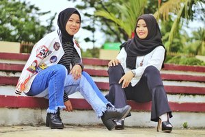 eciiw X nitaboyish versus feminin Captured by @prasetya1212 #womenmagz #womeninframe #womenfuture #womeninlens #model #photoshoot #hijab #ootd #hijaberootd #hijabootdindo #hijabstyleindonesia #hijabfashion #hijabfeature_2017 #hijaberkece #hijabindokece #hijabdaily #diaryhijaber #hijabinspired #instagram #like4like #instadaily  #makeportraits #photooftheday #ladyinframe #hijaberjakarta #hijaberbogor #morning #friday #clozetteid