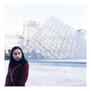 "Paris is not always a good idea ✨ Find out why on my post ""3 Reasons Why Paris is Not My Favorite City"" • Link in my bio • • • • #bloggerindo #travelblogger #lifestyleblogger #everydayeyecandy #clozetteid  #livefolk #vscogram #thatsdarling #flashesofdelight #pursuepretty #thehappynow #petitejoy #theeverydaywhite  #whiteinspiration #mybeautifulmess  #DScolor #minimalismindonesia #photosinbetween #minimal #ootdindo #lookbookindo #indonesianfemaleblogger #fblogger #photooftheday #dametraveler #ladiesgoneglobal #bloggerperempuan"