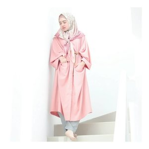 """"""" Good Things Happen in your life when your surround your self with positive people """" . . Wearing pink Abaya from @kimi_indonesia  #larasatiiputristyle #ootd #hijabstyle #hijabdaily #clozetteid #clozetteambassador"""