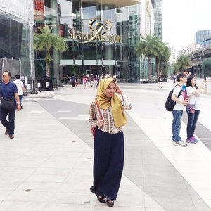 Calm down, it's just a cloudy summer day. Let's go have some fun and chill 👒..#delsjourney #delstraveldiaries #travellingwithhijab #hijabtraveler #explorethailand #explorebangkok #ClozetteID #colorfulofhijab