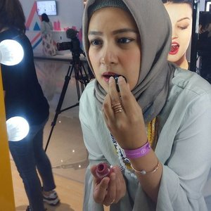 < tried on matte lip cream from @rire_cosmetic, a makeup brand from Korea at @elevania booth on Beauty Fest Asia > ...#ClozetteID #makeup #Blogger #Lifestyle# LifeIsGood #EnjoyLife #Like4Like