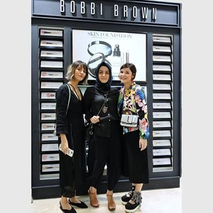 Sore tadi with these 2 beautiful woman @thelipstickmafiaaa and @mamaofsnow at Bobbi Brown Sogo Plaza Senayan.  Seneng banget bisa tanya2 banyak hal soal makeup dengan 2 mommy kece ini sambil cobain semua produk Bobbi Brown. Thank you @glitzmediaid and @bobbibrownid #BobbiBrownXGlitzmedia #BobbiBrownXGlitzmediaco #BobbiBrown . . . . . . . . . . . . . . . . #clozetteid #Blogger #indonesianblogger #beautyenthusiast #FashionEntusiast #BeautyLovers #FashionLovers #LifeStyleBlogger #beautyblogger #indonesianbeautyblogger #indonesianfemaleblogger #femaleblogger #indobeautyblogger #cgstreetstyle #ootd #outfitoftheday #streetstyle #fashionaddict #streetfashion #dailyfashion #womanfashion #fashionable #instafashon #like4like
