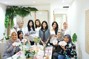 Today's Event Jemma Class - DIY Giant Paper Flower by @womantalk_com  #JemmaClass #WTGiantPaperFlower . . . . . . . . . . #clozetteID #LYKEambassador #Blogger #indonesianblogger #beautyenthusiast #FashionEntusiast #BeautyLovers #FashionLovers #LifeStyleBlogger #beautyblogger #indonesianbeautyblogger #indonesianfemaleblogger #femaleblogger #indobeautyblogger #like4like