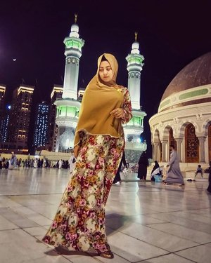 My heart left here, totally in love with this place. . . . . . . . . . . . . . . .  #JointFit #MeaningfulJourney #HealthyLifeStyle #CosmoxJointFit . #umroh #umroh2017 #mecca #clozetteID #LYKEambassador #Blogger  #femaleblogger #indobeautyblogger #like4like