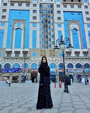 Menikmati suasana teras Masjid Nabawi, Alhamdulillah udara sejuk..............#JointFit #MeaningfulJourney #HealthyLifeStyle #CosmoxJointFit.#clozetteID #LYKEambassador #Blogger #indonesianblogger #beautyenthusiast #FashionEntusiast #BeautyLovers #FashionLovers #LifeStyleBlogger #beautyblogger #indonesianbeautyblogger #indonesianfemaleblogger #femaleblogger #indobeautyblogger #like4like