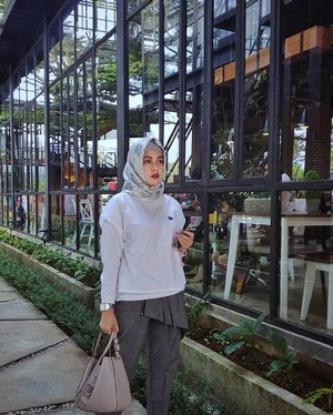 Mad About Monochrome.Monochrome fashion : easy to wear and timeless classy. There is beauty in simplicity....#ClozetteID #Ootd #Hijab #hijabblogger #IndonesianBlogger #Lifestyle #lifestyleblogger #lovephotos #fashionenthusiast #fashionlovers #likeforlikes