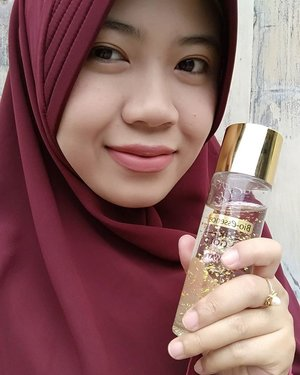 Maafkan selfie ini. But just want to inform you, I've tried this product, 24k Gold Water from @bioessenceid. It immediately hydrates and softens my skin. Does it contain real gold? Find out more on my blog (link in my profile) or visit their site here http://www.bioessence.id/showyourglowingskin/#showyourglowingskin#bioessence#bioessenceid #clozetteid