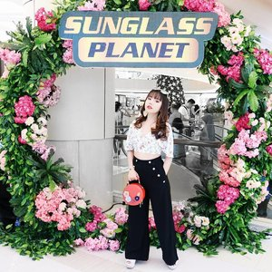 My retro and tropical look with long 70s vibe for @sunglassplanet Opening Party at Tunjungan Plaza 6 ★  thank you for having me! . .  #clozetteid #今日のコーディネート  #コーディネート  #コーデ #服 #今日の服 #ギャル #ロック #今日のファッション  #ファッション  #かわいい #可愛い  #ootdindo #sunglassplanettropicalfest #sunglassplanettp6 #mysexytropical #whatiwear  #WhatCarolWear