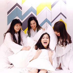 pillow fight 💥 with baes!done this amazing white-themed sisterhood photo session at @thekljournal ♡ love this hotel so much, every corner of it is super Instagrammable!read my review of this hip boutique hotel, link on bio ★http://bit.ly/stayinKLJournal—#bookmarkyourexperience#KLJournal#exploremalaysia#boutiquehotel#WhatCarolWear#aphrodites#aphroditesoverseas#aphroditesxkljournal#かわいい#可愛い#コーデ#コーディネート#ファッション#メイク#clozetteid#wiwt #influencer #bblogger#bloggers #beautyblogger #beautyinfluencer #influencersurabaya  #sbybeautyblogger #beautybloggerindo #influencersby