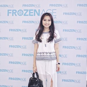 Last Sunday event : Beauty Talkshow with @frozenageid ❄️ FYI, #FrozenAgeID merupakan brand product skincare anti aging yang menggabungkan nutrisi dengan teknologi inovasi terkini. Frozen Age sudah ada di beberapa negara lho, seperti Singapore, Vietnam, China, Hongkong, and finally come to Indonesia. Di Indonesia sendiri sudah ada di Jakarta, Batam, Bali, Makassar, dan kmrn hadir di Surabaya 🙆🏻 _ Thank you girls @cynthiafelicia @alicefebby15 @biancha_by for coming 😘 _ Ps : I just tried their Verglas Illuminating Diamante Mask 🐳 My face feels so smooth and (literally) sparkling right now! ✨ _ #clozetteid #clozetteambassador #beautybloggerid