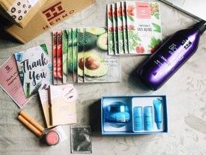 A source for my happy face had arrived, yes can't wait to try all of these products, from Etude House, Laneige, Miss En Scene, Benton, Nature Republic, Mamonde & A'Pieu 😍 I wish I had lived in South Korea lol @hermoid #hermoid #clozetteid