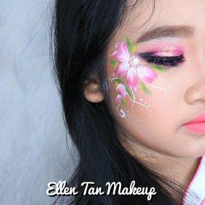 Face painting detail for @gabriella_story 😘💕 Using @mehronmakeup  Paradise  #noedit #eotd #fdbeauty  #clozetteid  #makeupartistworldwide #maybelline  #anastasiabrows #ivgbeauty #makeupclips  #nyxcosmetics #facepainting #makeuplover #wakeupandmakeup #dressyourface #indobeautygram #makeupaddict #makeupgeek #amazingmakeupart #anastasiabeverlyhills #undiscovered_muas #belajarmakeup  #tutorialmakeup #makeupvideo #bhcosmetics  #suvabeauty #beautygram #beautyvlog #hypnaughtymakeup #instamakeup