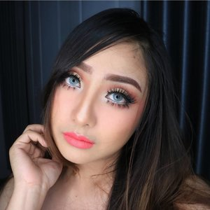 Still can't move on 😂 Love this look💖love the softlens!! SWEETY PITCHY in Gray😍 from @mysoftlenscom  @mysoftlenscom  @mysoftlenscom . . Easy to use and super comfortable😘 Its very pretty.. Grey mix with soft green on the inner. The colour is opaque and change my eye colour. Of course the soflents give a huge effect.  With makeup i'm looks a bit different right😂😍 . .  #makeuptips #eotd #mua #makeupartist #fdbeauty #clozetteid  #makeupartistsemarang #eyeshadow #muakudus #anastasiabeverlyhills #potd #makeupartistindonesia #motdindo #indobeautygram #muapati #engagementmakeup #weddingmakeup #instamakeup  #tutorialmakeup #muajakarta #fotdibb #tipsmakeup #muablora #muasemarang #makeuppesta #fotd #ivgbeauty #makeupartistjakarta #belajarmakeupmurah #tipsdandan