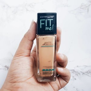 My recent favorite foundation's from @maybelline Fit Me! Matte and Poreless shades Soft Tan 220. This is Holy Grail for me. Shades is soooooo fit to my skin tone. It stay still on my skin, not cakey at all and gives me the powdery matte finish on my face. Plus I rarely found any base thay fit my skin tone very well. So yeah this one is a bomb to me 💋#clozetteid #ranilukmandotcom #maybellineid #maybellinefitme #fitmemaybelline #fitmefoundation #holygrail