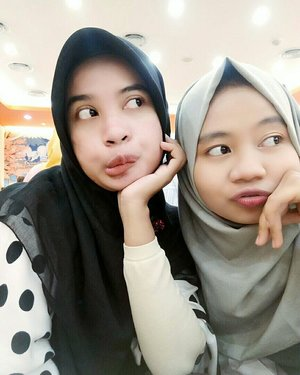 My lil queen. Still be my lil queen. Keep strong, humble and be young inspiration.😘👭 #besttime #bestmoments #bestfriend #goodbehavior #muslimah #duomuslimah #realitionshipgoals #sahabatsurga #sahabat #beautylife #beauty #clozetteid #beautyday #shopping #sisters #blackandwhite