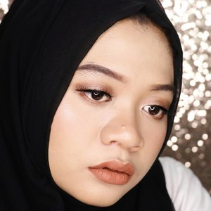 Natural glam #makeuplook for new year party, YAY or NAY? #teamnude 🙋 . FACE: @wetnwildcosmetic #photofocusfoundation in Golden Beige @lagirlindonesia Pro HD Concealer in Creamy Beige @thebalmid #thebalmofyourhandvol2 . EYES: @f2f.cosmetics Creamy Eyebrow in Dark Brown @absolutenewyork_id Eye Artiste Single Shadow in Latte Break @maybelline Hyper Sharp Power Black Eyeliner @shop.slv in Cissnei . LIPS: @posybeauty.id Lipstick Matte in Greed . __ #fotd #motd #beauty #makeup #naturalmakeup #glam #glammakeup #naturalglam #makeupinspiration #makeupinspo #clozetteid