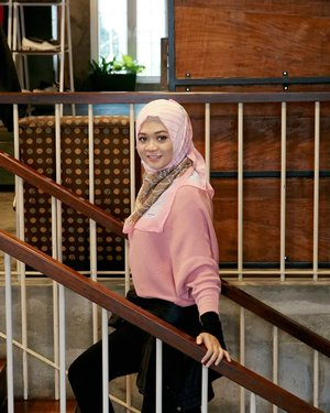Enjoy the little things, for one day you may look back and realize they were the big things. . . . #ootd #gadzoticastyle  #casualstyle #candid #fashion  #ootdindonesia #hijaberindo #hijabersurabaya #candid #photography #positivevibes #hijabootd #hijabootdindo #hijabootdindonesia #hijabstyle #hijabstyleindonesia #훈녀 #훈넘#옷스타그램 #패션 #데일리룩  #hijabinfluencer #fotd #bblogger #bbloggerid  #beautybloggerid #influencer #beautyinfluencer #photography #clozetter #clozetteid