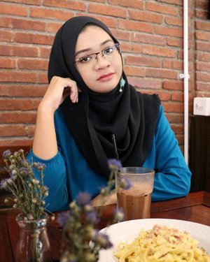 Happy Saturday 💛...#ootd #gadzoticastyle #streetstyle #streetoutfit #casualstyle #lookbook #lookbookindonesia #fashion #fashioninfluencer #ootdindonesia #hijaberindo #hijabersurabaya #candid #hijabootd #hijabootdindo #hijabootdindonesia #hijabstyle #hijabstyleindonesia #훈녀 #inspirasihijab #hijabinfluencer #fotd #bblogger #bbloggerid  #beautybloggerid #influencer #beautyinfluencer #photography #clozetter #clozetteid