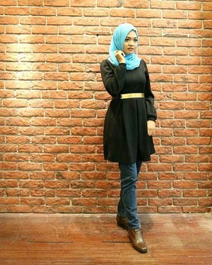 Blue meets black 💙 ___ #ootd #ootdindo #clozette #clozetteid #clozettedaily #lookbookindonesia #lookbook #hijabootdindo