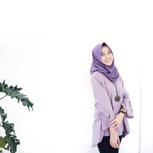 tudey is purple deeey!scarf by @mamalo.id andtop by @vee_shop_id swipe fo details 👾..#clozetteid