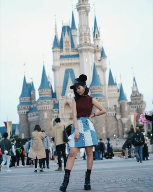 When the castle match with the skirt.  Its getting offer... Miss the place, miss the wow effect, miss the people, and miss the guide 😘  I miss the way he took this pic !  Wearing dress as shirt from @61clothing