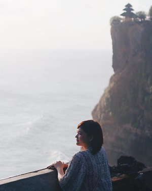Watching sunset in Uluwatu. Finally, last place for today. Today' highlight : we went to 6 beaches in A DAY. Well, another achievement for me 😂 From these 6 beaches, i really really hate trekking site of Nyang-Nyang Beach. We need around 20 mins to step down the cliff which covered with rocks and greenery. The difficult part, we must walk down the narrow. And remember, we should make our way back to the top of the cliff which is more difficult 😭😭 But it was totally worth to visit! So proud of me bcs i'm still alive 🤣🤣 Now let's take a rest, good night 🌙 . . . . #clozetteid #LYKEambassador #holidays #beach #explorebali #balibible #uluwatu #instagood #lovelife #blogger #pantai #baliholiday #baliadvisor #balibeach #balinesia #ggrep #ggrepstyle #inviatravel