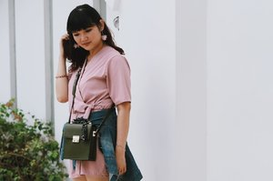Happy valentine's day! 💕Wish your day will be pink like my earrings from @skyetsea.id 😜#valentinesday . . . . . #clozetteid #ootd #ootdindo #lookbook #lookbookindonesia #lifestyleblogger #fashion #blogger #fashionblogger #wiwt #potd #vscocam #eosm10 #lovelife #instagood #streetstyle #potd #eosmdiaries #ggrep #ggrepstyle #cgstreetstyle #streetfashion #lykeambassador #lykeootd