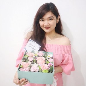 🌸 Flowers are the sweetest things God ever made, and forgot to put a soul into 🌸 . . . #flowerbox #flower #flowerstagram #clozetteid #starclozetter #styleblogger #lifestyleblogger #flowergift